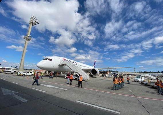 Boeing-777 da Latam pronto para partir de Guarulhos